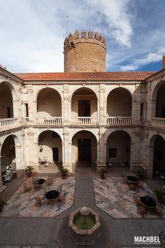 Patio interior del palacio de los Duques de Feria. Zafra, Extremadura, España