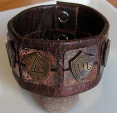 If you love the Dresden Files books here is my imagining of what Harry's sheild bracelet looks like. It is made of Hand formed and etched bronze sheilds. The Dresden Files Books, Cosplay Events, Best Cosplay, Awesome Cosplay, Casual Cosplay, Canvas Art Prints, Framed Wall Art, Favorite Tv Shows, Jewelry Crafts
