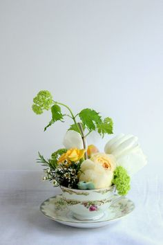 It's super easy to make this teacup flower arrangement.