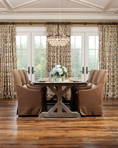 Imaginative Table Runner Ideas with Baseboards