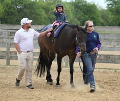 Pro golfers see horse therapy at work (The Daily Herald)