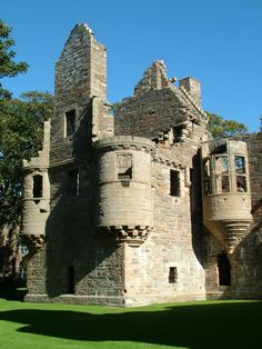 ❈Earl's Palace, Kirkwall is accepted as being one of the finest examples of castellated Renaissance architecture in Scotland. Built at the start of the 17th century, it displays the strong French influence that followed Mary de Guise and her daughter Mary Queen of Scots to Scotland.
