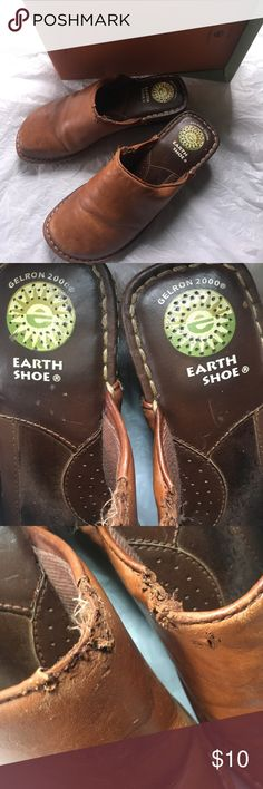Earth Shoes Women's Size 6 Brown Clogs These come with their box.. They are Earth Shoes size 6 women's.  Notice a little damage in pics around the edges on each shoe, can't really notice when wearing, and they are very comfortable on the feet.  Priced accordingly. Earth Shoe Shoes Mules & Clogs