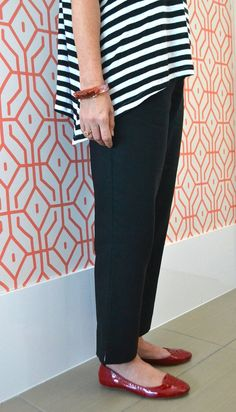 Laura Pant Pattern – This pull-on, cropped, slim leg pant pattern features an elasticiz...