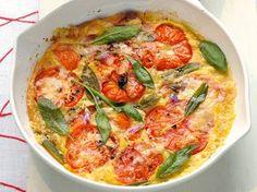 Schmackhaftes Tomaten-Frittata ist nicht nur gesund, sondern die Eier sind ideal zum Abendessen.