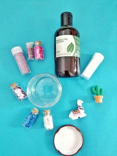 DIY snow globe - simple and quick step by step instructions - little love purell sanitizer hand sanitizer recipe diy recipe spray diy wipes diy Snow Globe Crafts, Diy Snow Globe, Snow Globes, Mason Jar Crafts, Crunches, Raw Food Recipes, Step By Step Instructions, Hand Sanitizer, Smoothie Recipes