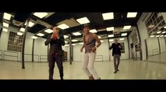 DESCARGAR MP3: http://calientalo.com/listen/bailando-127897222