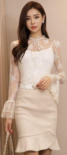 StyleOnme_Flounced Tulip Hem Wool Blend Skirt #feminine #wool #skirt #koreanfashion #kstyle #kfashion #ivory #seoul #falltrend