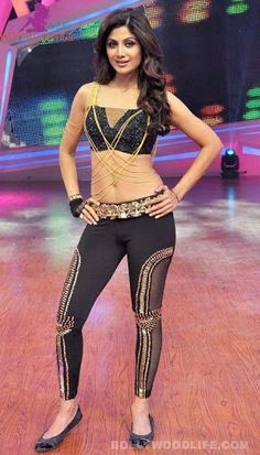 silpa setty hd bilini photos at DuckDuckGo Indian Bollywood Actress, Indian Actress Hot Pics, Beautiful Indian Actress, Curvy Petite Fashion, Curvy Women Fashion, Hot Outfits, Fashion Outfits, Katrina Kaif Hot Pics, Kiara Advani Hot