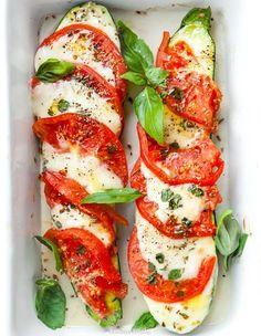 Zapiekana cukinia Caprese Unique Recipes, Caprese Salad, Food Art, Grilling, Brunch, Food And Drink, Tasty, Healthy Recipes, Treats