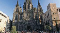 Catedral de la Santa Cruz y Santa Eulalia es la catedral gótica de Barcelona, sede del Arzobispado de Barcelona, en Cataluña, España. Se construyó durante los siglos XIII a XV sobre la antigua catedral románica, edificada a su vez sobre una iglesia de la época visigoda a la que precedió una basílica paleocristiana, cuyos restos pueden verse en el subsuelo, en el Museo de Historia de la Ciudad.