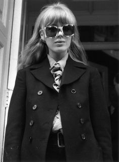 "Fashion Marianne Faithfull's Street Style, 1967 vintage fashion - ""A Look Back"" is a daily column that highlights a moment from fashion's fabulous past. Today's pick is of British singer Marianne Faithfull leaving a cou. Style Année 60, Rock Style, Style Icons, Marianne Faithfull, 1960s Fashion, Vintage Fashion, Modern 60s Fashion, 60s Inspired Fashion, Chica Cool"