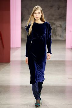 NYC Fall Fashion Navy Peony The Top 10 Colors You'll Be Seeing Everywhere This Fall Pantone color trends
