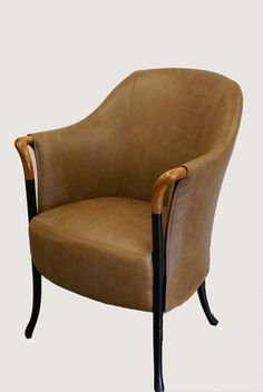 Deze giorgetti progetti (63220) fauteuil is opnieuw gestoffeerd met leer. www.konings-weert.nl.  www.facebook.com/koningsweert