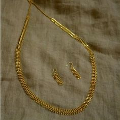 How To Clean Gold Jewelry With Baking Soda Gold Necklace Simple, Gold Jewelry Simple, Gold Necklaces, Necklace Set, Silver Jewelry, Jewelry Model, Jewelry Sets, India Jewelry, Jewelry Making