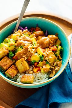 Meet your new favorite summer dinner, these refreshing and hearty mango tofu bowls! They're made with brown rice, fresh mango salsa, tofu and peanut sauce. Think of them as an Asian spin on your favorite burrito bowl. Mango Salsa, Thai Mango, Tofu Recipes, Vegetarian Recipes, Dinner Recipes, Healthy Recipes, Vegan Vegetarian, Burrito Recipes, Peanut Recipes