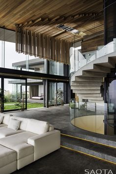 Uniek plafond design. Wat als we dit vertalen naar een overkapping in de tuin? (SAOTA Living Rooms, Knysna)