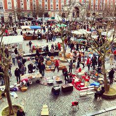 Place du Jeu de Balle / Vossenplein in Brussel, Bruxelles-Capitale (daily market, but esp big on Sunday)