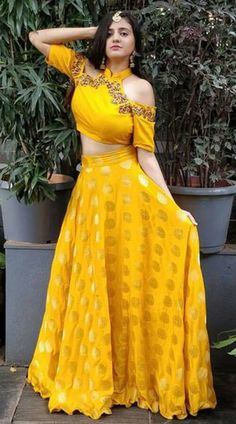 Gown Party Wear, Party Wear Indian Dresses, Indian Fashion Dresses, Designer Party Wear Dresses, Indian Bridal Outfits, Indian Gowns Dresses, Kurti Designs Party Wear, Mehendi Outfits, Dress Indian Style