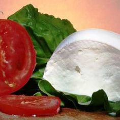 Domácí mozzarella: návod Slovak Recipes, Russian Recipes, No Salt Recipes, Queso, Watermelon, Food And Drink, Appetizers, Favorite Recipes, Cheese