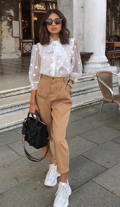 Spring Outfit Ideas 2020 Pictures pin von joli auf fashion in 2020 outfit ideen mode und outfit Spring Outfit Ideas Here is Spring Outfit Ideas 2020 Pictures for you. Mode Outfits, Stylish Outfits, Sneakers Fashion Outfits, Classy Chic Outfits, Street Fashion Outfits, Fasion, Office Outfits Women Casual, Sneaker Outfits Women, Casual Work Attire
