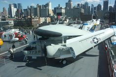 Grumman Tracer seen from the Main Deck of the Intrepid Carrier. Intrepid Museum, Us Military Aircraft, Museums In Nyc, Nyc Skyline, Spacecraft, Fighter Jets, Aviation, Deck, Cheaters
