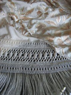 Silk Shawl, Embroidery Art, Knots, Knitting, Lace, Shawls, Towels, Flamenco Dresses, Embroidered Bag