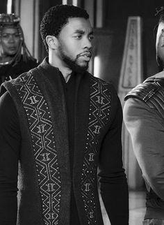 Chadwick Boseman as King T'Challa of Wakanda. Marvel Dc, Marvel Heroes, Black Is Beautiful, Gorgeous Men, Beautiful People, Black Panther Chadwick Boseman, Macho Alfa, Black Panther Marvel, Black People