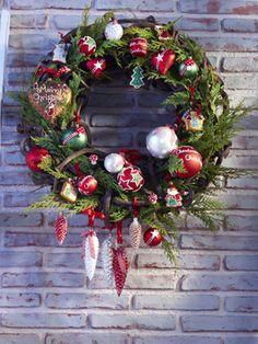 Weihnachtliche Gestecke: Traditioneller Weihnachtskranz für draußen - Wohnen & Garten