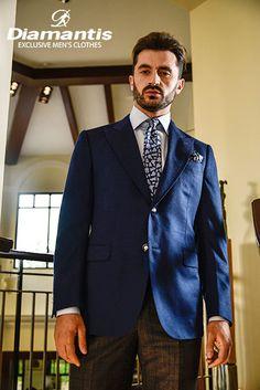 Diamantis Γαμπριάτικο Κοστούμι Ν. Θεσσαλονίκης www.gamosorganosi.gr Luxury Sale, Luxury Fashion, Mens Fashion, Tailored Suits, European Fashion, Signature Style, Industrial Style, Mens Suits, Gentleman