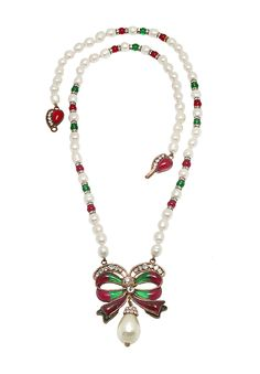 Vintage Chanel pearl string necklace decorated with a large bow charm. The bow charm is made of molten Gripoix jewelry glass of green and lindonberry colours framed by clear crystals. The bow is complemented by a large pear-shaped pearl charm with crystals inlaid base line.