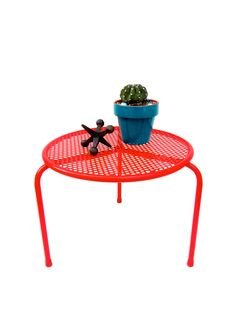 Vintage Retro Red Metal Mesh Small Table | Plant Stand || MCM Indoor/Outdoor Accent Furnishing by ElectricMarigold on Etsy