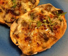 Ostegratineret svampebrød