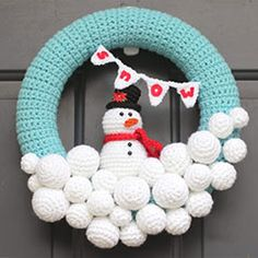 Crochet Snowman Wreath by Repeat Crafter Me Crochet Christmas Wreath, Crochet Wreath, Crochet Snowman, Christmas Crochet Patterns, Holiday Crochet, Christmas Wreaths, Christmas Crafts, Christmas Decorations, Christmas Snowman