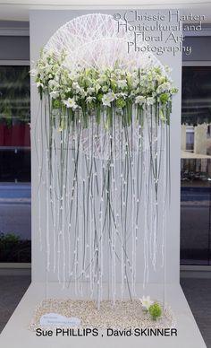 Décor de mariage - Montage floral sur cerceaux - Magnifique effet.