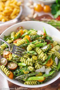 Vegetarian Pasta Salad, Pesto Pasta Salad, Asparagus Salad, Asparagus Recipe, Pasta Salad Recipes, Salads For Picnics, Make Ahead Salads, Pistachio Pesto, Roasted Sprouts