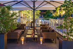 Lassen Sie den Abend bei einem Glas Wein auf unserer Terrasse ausklingen. Design Hotel, Villa, Patio, Outdoor Decor, Plants, Home Decor, Terrace, One Glass Of Wine, Decoration Home