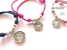 Medalla virgencita plis cuidame, angel de la guarda, etc. montadas en pulsera elastica