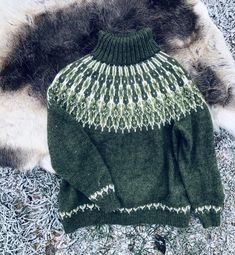 Ravelry: Tusseladdgenser pattern by Linka Karoline Neumann Fair Isle Knitting, Free Knitting, Handgestrickte Pullover, Icelandic Sweaters, Knit Stockings, Stocking Pattern, Fair Isle Pattern, Hand Knitted Sweaters, Knitting Patterns