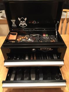 This is a great idea Viper Tool Box - Knife/EDC storage Edc Tactical, Tactical Survival, Survival Gear, Survival Supplies, Tactical Knives, Weapon Storage, Knife Storage, Edc Bag, Edc Everyday Carry