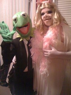 My husband and I as Kermit and Miss Piggy  DIY Halloween couple costume