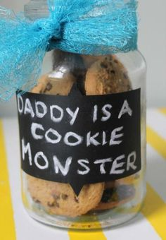 Simple Father's Day gift idea for the kids. Avery chalkboard labels come in a variety of shapes and will help dress up your gift.