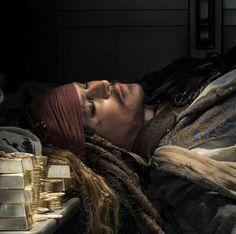 Captain Jack Sparrow im Tresor von San Manta Captain Jack Sparrow, Johnny Depp Movies, Live Action Movie, Action Movies, Pirate Life, Fantasy Movies, Hot Actors, Film Serie, Pirates Of The Caribbean