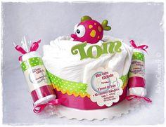 Tomisation d'un mini gâteau de couches, pour globuler en piscine dès la naissance
