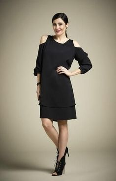 41b7edfcdc70d This black dress is a stunner!! The fabric has amazing drape and feel.