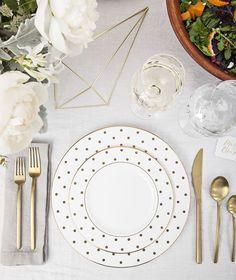 need those polka dot plates, asap! tablescape via zola registry