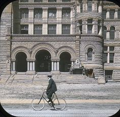Cyclist passing Old City Hall, Queen Street, Toronto. Old Pictures, Old Photos, Vintage Photos, Toronto Architecture, Historical Architecture, Toronto City, Toronto Canada, Vintage Cycles, Old City
