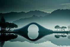 Jade-Belt-Brücke am westlichen Ufer des Lake Kunming im Sommerpalast des Kaisers Qianlong