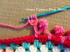 Once Upon A Pink Moon: Pom Pom Edge - tutorial to do this cute crochet edging Crochet Boarders, Crochet Blanket Edging, Crochet Edging Patterns, Crochet Chart, Love Crochet, Crochet Flowers, Crochet Edgings, Double Crochet, Single Crochet
