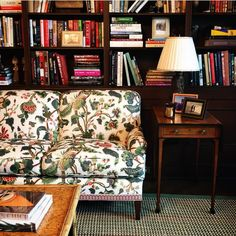 Crewelwork on Oyster sofa with a pretty tape outfits this masculine library beautifully from Living Room Lounge, Home Living Room, Living Spaces, Dining Room, Chinoiserie, Dark Wood Shelves, Green Sofa, Bookshelf Design, Interior Decorating